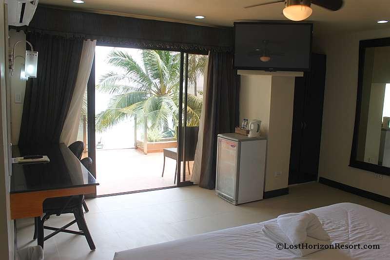 lost-horizon-beach-resort-suite-room-10