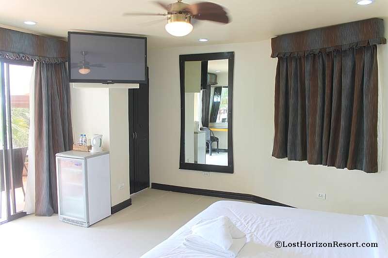 lost-horizon-beach-resort-suite-room-11