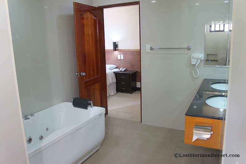 lost-horizon-beach-resort-suite-room-19